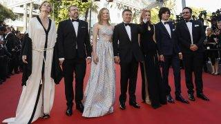 epa05317290 (L-R) Romanian actor Adrian Titieni, Romanian actress Maria Dragus, Romanian director Cristian Mungiu, Romanian actress Malina Manovici, Romanian actor Rares Andrici and guests arrive for the screening of 'Bacalaureat' during the 69th annual Cannes Film Festival, in Cannes, France, 19 May 2016. The movie is presented in the Official Competition of the festival which runs from 11 to 22 May.  EPA/JULIEN WARNAND